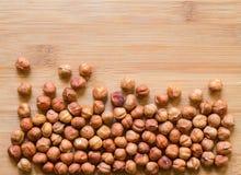 食物的成熟榛子 与文本空间的有机食品土气横幅模板 库存图片