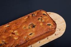 食物自创果子在木板结块大面包 图库摄影