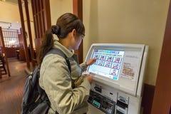 食物自动售货机在冈山 库存图片