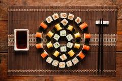 食物艺术,寿司,平的位置的五颜六色的装饰品 库存图片