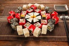食物艺术 五颜六色的寿司装饰品,日本食物 库存图片