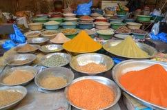 食物街道的,拉合尔,巴基斯坦一家香料商店 免版税图库摄影