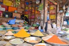 食物街道的,拉合尔,巴基斯坦一家香料商店 免版税库存图片