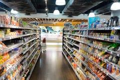 食物超级市场的内部 免版税库存照片