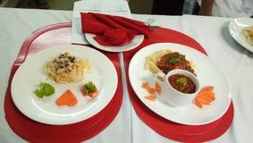食物配制,镀层和服务,用餐 免版税库存图片
