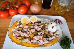 食物, Lyoner,香肠,德国香肠Lyoner, Lyoner沙拉,德国Fleischwurst,德国香肠Lyonerring,香肠圆环, 免版税库存图片
