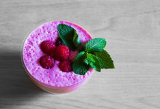 食物 桃红色莓圆滑的人! 免版税图库摄影