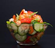 食物 海螯虾沙拉,黑背景 库存照片