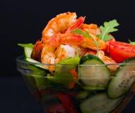 食物 海螯虾沙拉,黑背景 免版税库存照片