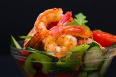 食物 海螯虾沙拉,黑背景 库存图片