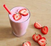食物 草莓圆滑的人! 免版税库存照片