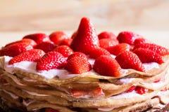 食物 薄煎饼草莓蛋糕 图库摄影