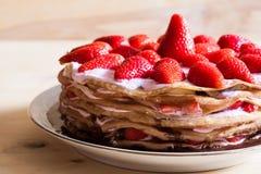 食物 薄煎饼草莓蛋糕 免版税库存图片