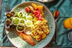 食用愉快的系列早餐 免版税图库摄影