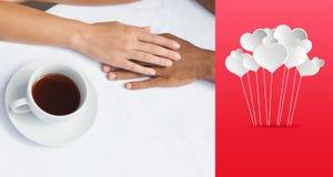 食用的夫妇的综合图象结合在一起使手的咖啡 免版税库存照片