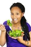 食用的女孩沙拉 免版税库存图片