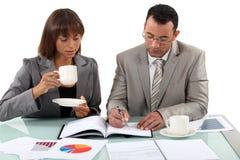 食用的工作者咖啡 免版税库存照片