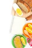 食谱书用整粒面包和橙色果酱 免版税库存图片