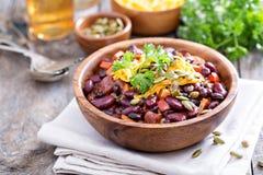 素食辣椒用红色和黑豆 库存图片