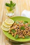 素食鸡豆沙拉用薄菏和香料 免版税库存图片