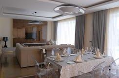餐厅在豪华土耳其旅馆里 免版税库存图片