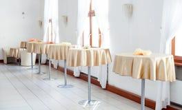 餐厅,与桌的军用餐具内部  免版税库存图片