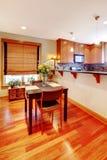 餐桌和厨房 图库摄影