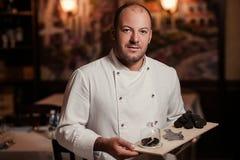 餐馆厨师纤巧 块菌食物蘑菇 免版税库存照片