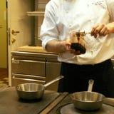餐馆厨房的看法 免版税库存图片