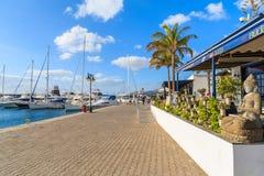餐馆和商店Puerto Calero口岸的 免版税库存图片