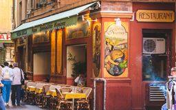 餐馆在尼斯老镇  库存照片