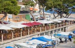 餐馆在港口 免版税库存照片