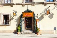 餐馆在老镇在华沙在一个晴天 华沙是波兰的首都 免版税库存图片
