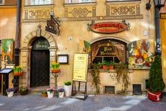 餐馆在老镇在华沙在一个晴天 华沙是波兰的首都 库存照片