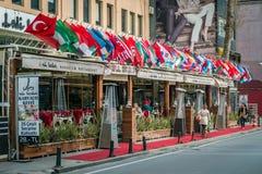 餐馆在Ortakoy在伊斯坦布尔,土耳其 库存照片