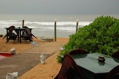 餐馆季节的海滩 免版税库存图片