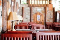 餐馆或咖啡馆,桌,木头的室内设计元素 免版税图库摄影