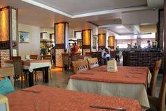 餐馆所有包含在Kleopatra海滩旅馆阿拉尼亚,土耳其里 免版税库存照片
