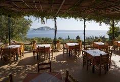 餐馆有海景 免版税图库摄影