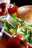 餐馆木沙拉的表 免版税图库摄影