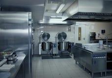 餐馆的典型的厨房 免版税库存图片