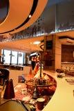 餐馆的厨房在迪拜购物中心,迪拜的角落视图 库存照片