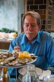 餐馆的男性顾客 图库摄影