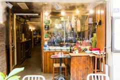 餐馆的Il Paiolo的看法通过在Fl的del Corso街道 免版税库存图片