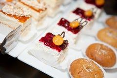 餐馆自助餐招待会蛋糕照片16 免版税库存照片