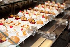 餐馆自助餐招待会蛋糕照片12 库存图片