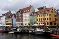 餐馆行的部分在Nyhavn,哥本哈根 免版税库存照片