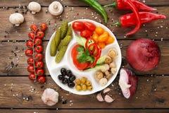 餐馆食物-烂醉如泥的蕃茄和黄瓜 图库摄影