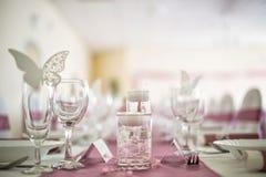 餐馆餐桌装饰,桌设置 免版税库存图片