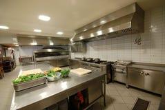 餐馆`的现代厨房 免版税库存图片